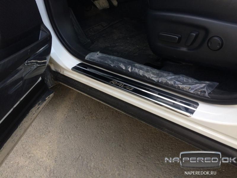 Накладки на пороги из стали Toyota Rav4 2015-2019
