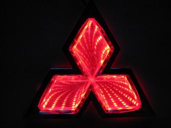 3D логотип Mitsubishi