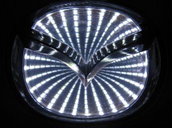 3D логотип Mazda