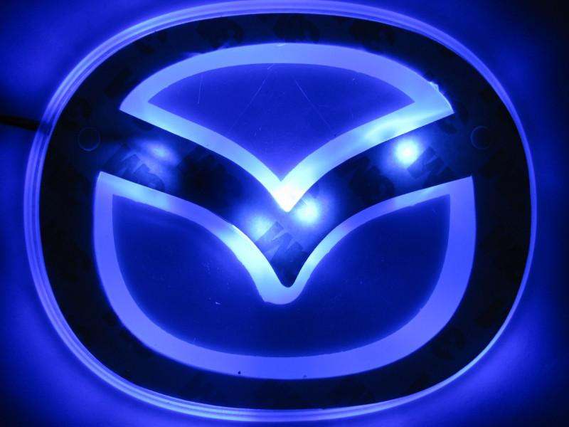 2D-подсветка логотипа Mazda
