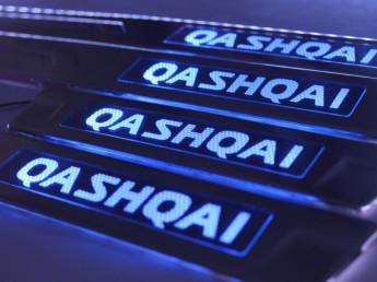Накладки на пороги из стали с диодной подсветкой Nissan Qashqai.