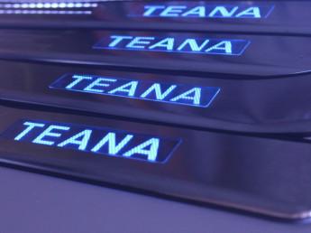 Накладки на пороги из стали  с диодной подсветкой Nissan Teana.