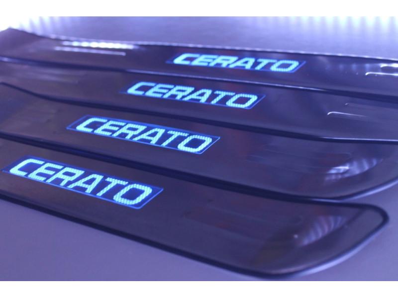 Накладки на пороги из стали с диодной подсветкой Kia Cerato.