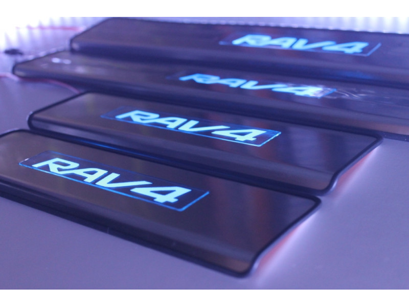 Накладки на пороги из стали с диодной подсветкой Toyota RAV4.
