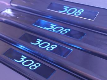 Накладки на пороги из стали с диодной подсветкой Peugeot 308.