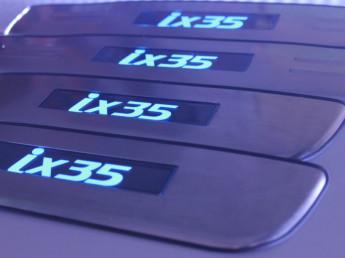 Накладки на пороги из стали с диодной подсветкой Hyundai ix35.