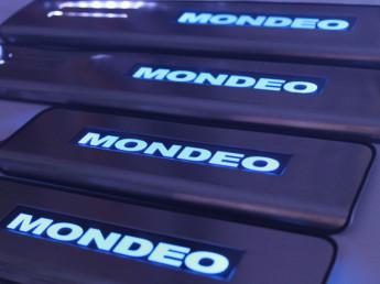 Накладки на пороги из стали с диодной подсветкой Ford Mondeo.