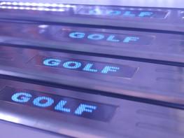 Накладки на пороги из стали с диодной подсветкой Volkswagen Golf.