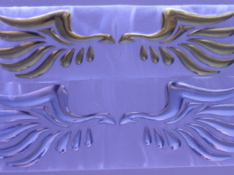 Наклейка Крылья на шильдик универсальная на все марки авто.