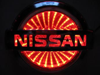 3D логотип Nissan