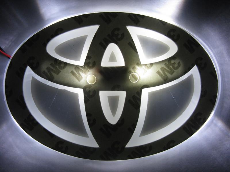 2D-подсветка логотипа Toyota