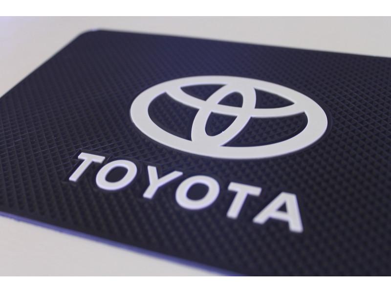 Липкий коврик Тойота.