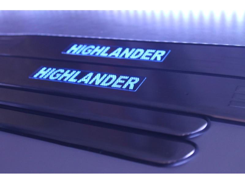Накладки на пороги из стали с диодной подсветкой Toyota Highlander.