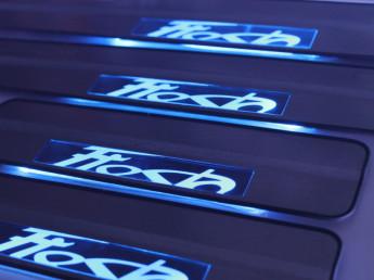 Накладки на пороги из стали с диодной подсветкой Ford Fiesta.