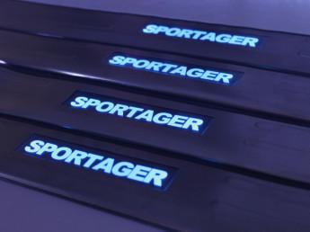 Накладки на пороги из стали с диодной подсветкой Kia Sportage.